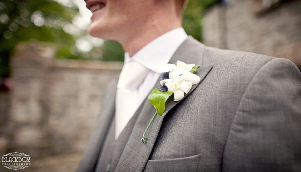How to pin-up a buttonhole