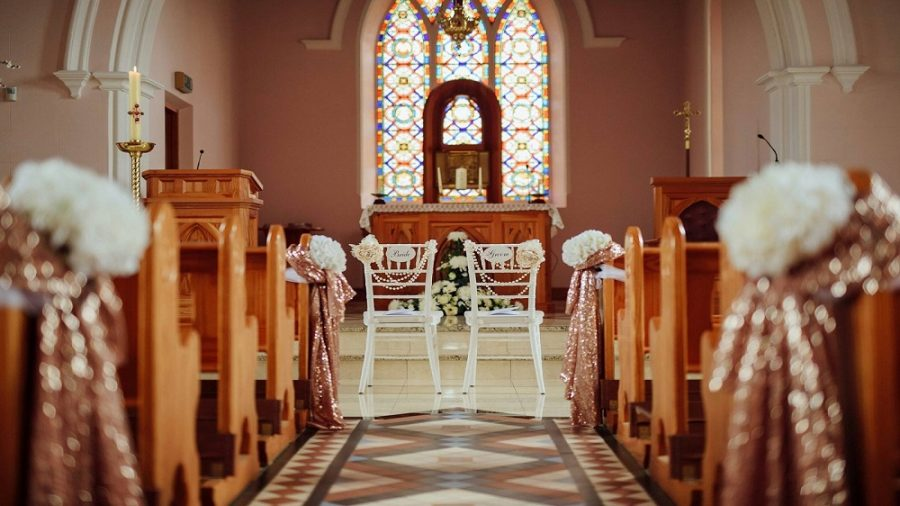 bride and groom chairs in church chiavari chairs