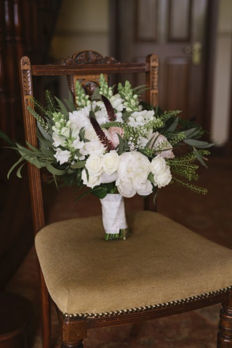 thlaspi green bell pink rose chrysant white wedding bouquet