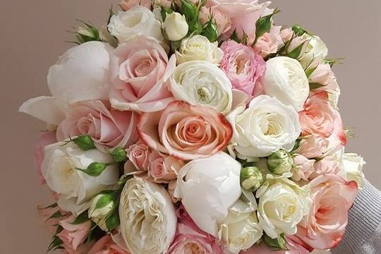 HANDTIE MIX OF ROSES CREAM FLOWERS AND PEONY ROSES
